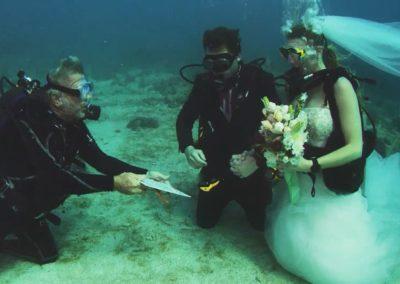 UNDERWATER-WEDDING